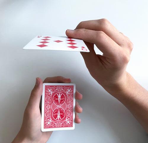 Einfacher Kartentrick: Karte des Zuschauers erraten