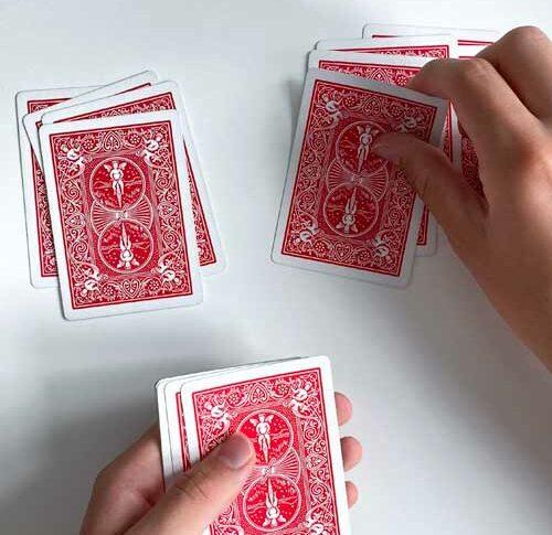 Einfacher Kartentrick: Zuschauer findet seine eigene Karte