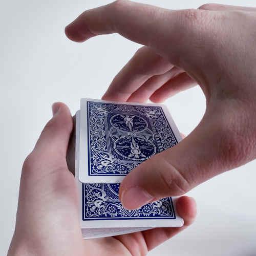 Ersten zwei Karten werden angehoben