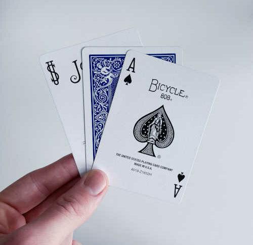 Einfacher Kartentrick mit drei Karten: Three Card Monte