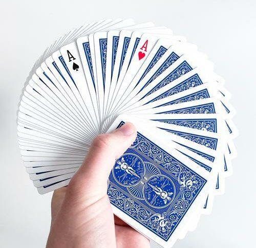 Einfacher Kartentrick: Vier Asse