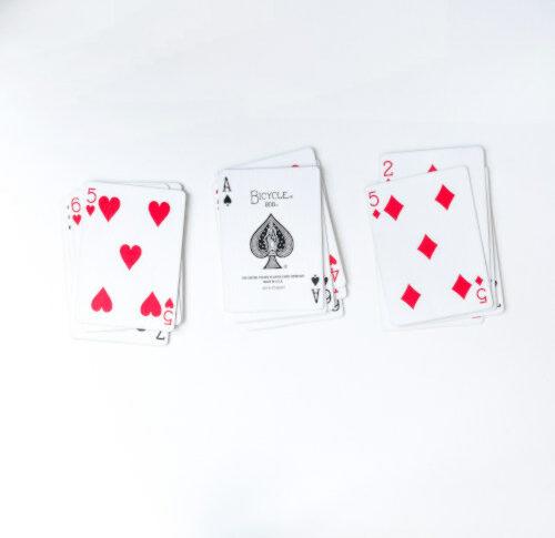 Mathematischer Kartentrick: Drei Stapel (21 Karten)
