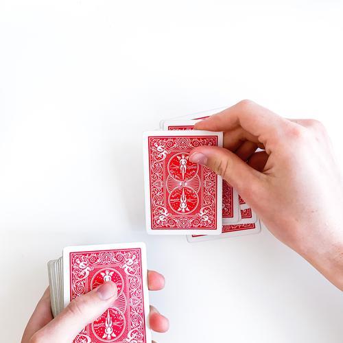 Karten werden ausgeteilt und abgezählt
