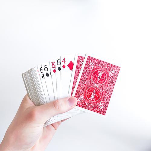 Offene Karten darüber zwei verdeckte